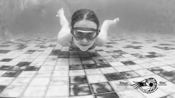Portraits d'enfants en piscine