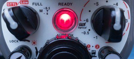 Flash Inon Z-330: tous ses boutons expliqués